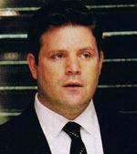 <b>...</b> wo er ein Auge auf <b>Bill Buchanan</b> und sein Team haben sollte. - 24st5-lynn